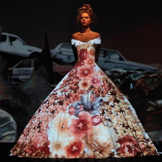 Frank Sorbier partners with Intel for a 3D video-mapping catwalk #hautecouture #3D #luxury