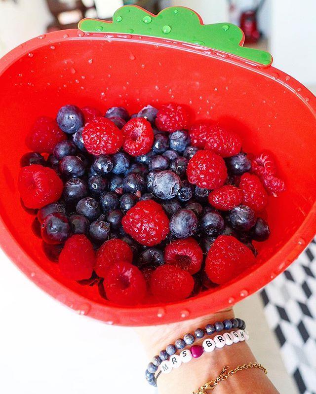 Tutti Frutti ️  #040 #accessories #armcandy #armgedöns #blaubeeren #blueberries #bracelet #color #colorful #food #foodie #früchte #fruits #fruttisunday #Hamburg #himbeeren #home #jewelry #mrsbrightside #summer #sunday #tiger #wearehamburg #wearehh