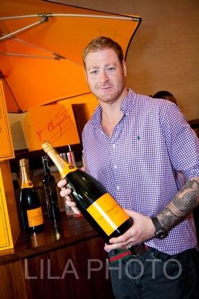 Jeremy Shockey enjoying Veuve Clicquot.