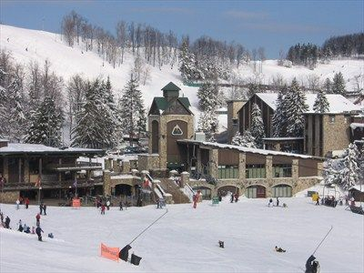This is my favorite place on earth. I freaking LOVE skiing at 7 Springs Ski Resort, Seven Springs, Pennsylvania:)