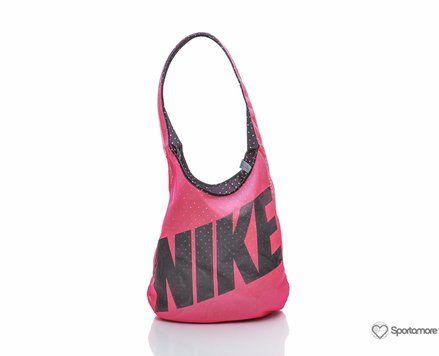 Nike Graphic Reversible Tote fra Sportamore. Om denne nettbutikken: http://nettbutikknytt.no/sportamore/
