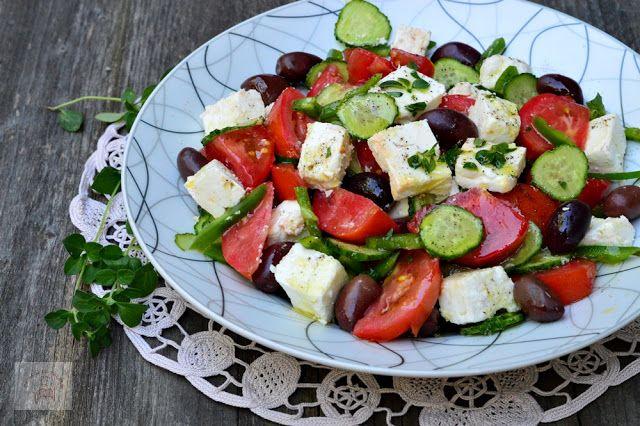 Salata greceasca traditionala (Horiatiki) - CAIETUL CU RETETE