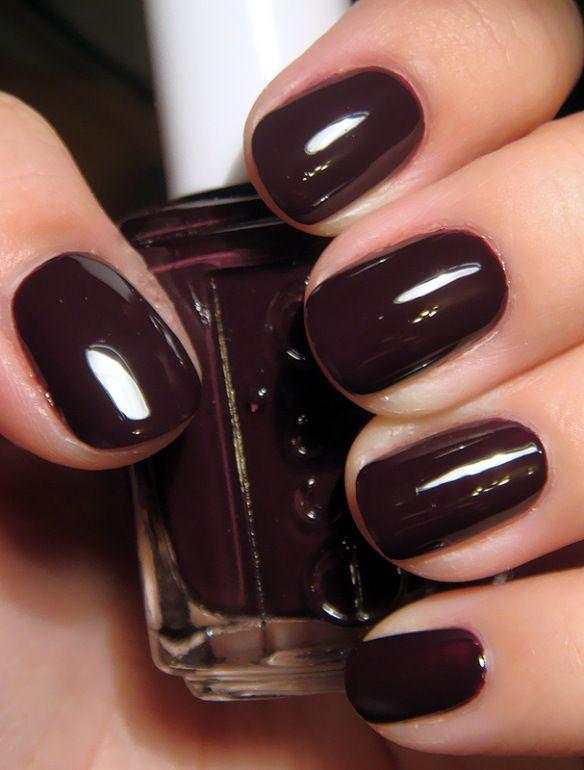 Aubergine Nails- Essie in Velvet Voyeur