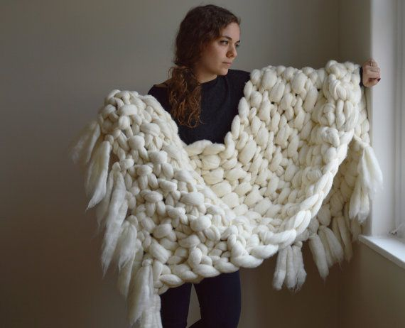MERINO SEED STITCH THROW WITH FRINGE  This chunky knit throw is made from 100%…