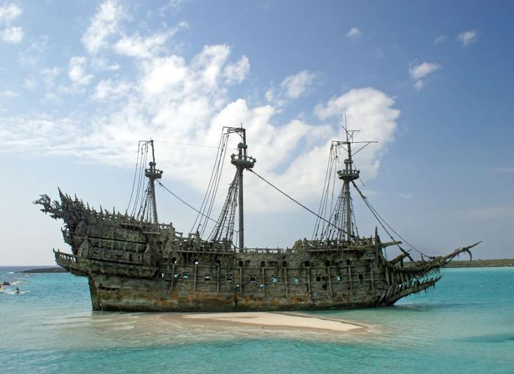 Pirate shipwreck: Davy Jones' ship in the Pirates of the ...