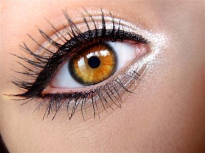 White liner/eyeshadow in the corners of your eyes brightens your eye