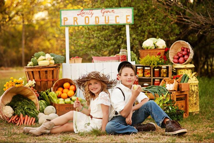 Kourtney Huddleston Photography I made the produce sign but she and her hubby rocked the farmers market stand! They are AMAZING!