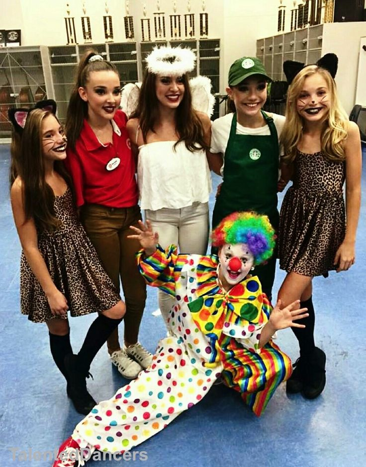 Mackenzie Ziegler, Kendall Vertes, Kalani Hilliker, Maddie Ziegler, Brynn Rumfallo, and Jojo Siwa