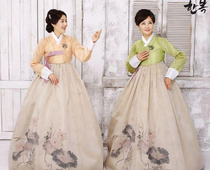 Korean traditional clothes.(한복) #hanbok #dress #mother #mom #korean #modern #pattern #style #green #전통한복 #어머니한복 #고급한복 #전통의상 #한국 #대한민국 #양가어머니한복 #혼주한복 #한복맞춤 #한복전문점 #picture #wonderful #베틀한복