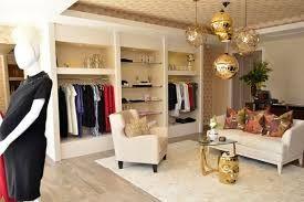 Ropa Premamá: La actividad que desarrolla este negocio es la comercialización de prendas de vestir de moda actual para premamá así como complementos.