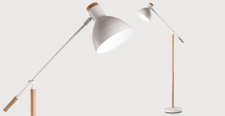 Cohen Stehlampe in Eiche Natur und Weiß | made.com