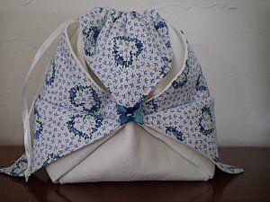 un carré de tissu doublé un peu de pliage et la magie opère un superbe pochon facile et rapide à faire