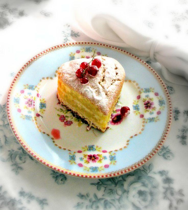 Sponge cake (Le Cordon Bleu) with fillings drool girl ( Baba de moça )