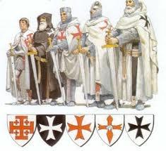 El viernes trece de octubre de 1307, Felipe IV, rey de Francia, ordenó matar a todos y cada unos de los Templarios, siguiendo las órdenes del Papa Clemente V. De ahí se inició la superstición del viernes 13.