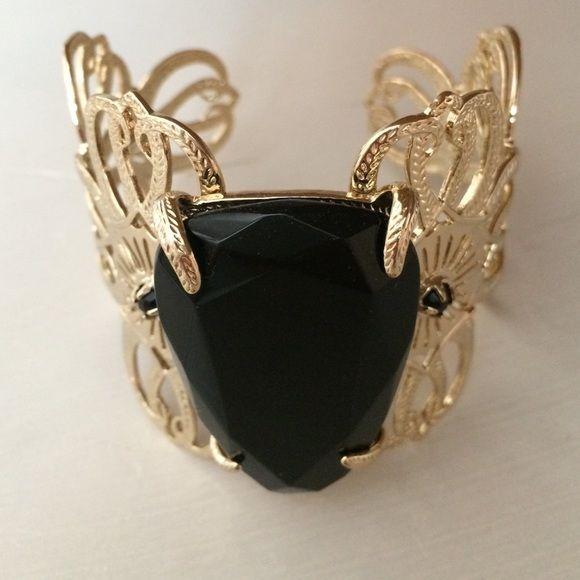 Kendra Scott bracelet Kendra Scott black pendant bracelet. Barely worn, great condition! Perfect for a night out! Kendra Scott Jewelry Bracelets