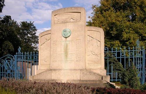 Monument à Charles Nungesser, Valenciennes, France.