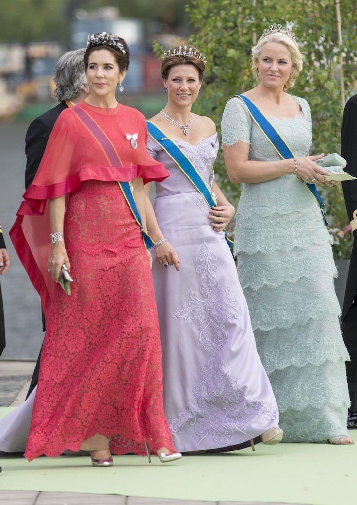Kroonprinsessen Mary van Denemarken en  Mette-Marit van Noorwegen en prinses Martha Louise