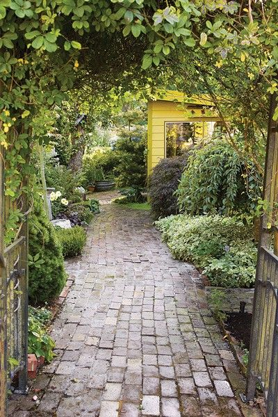 New bricks are boring! Why not recycle and create a garden pathway using old bricks...weatheredSecret Gardens, Bricks Paths, Gardens Design Ideas, Garden Paths, Modern Gardens Design, Yellow Cottage, Bricks Gardens Paths, Beautiful Gardens, Gardens Pathways