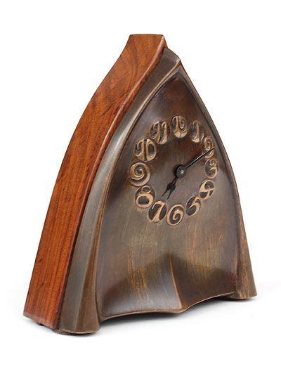 Houten Amsterdamse School klok met koperen front ontwerp Fons Reggers uitvoering Gebr.Reggers in eigen atelier / Amsterdam 1920-'25