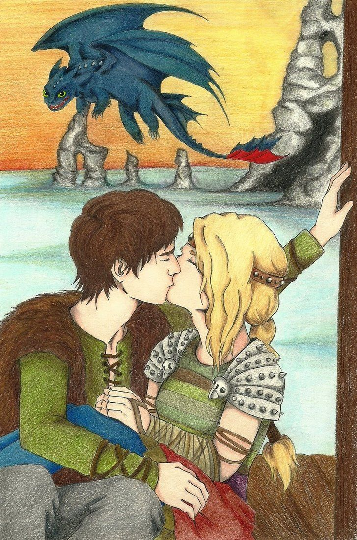 Httyd: Hiccup And Astrid Lol, Toothless The Stalker In The Background