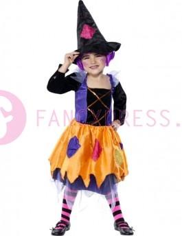 Dit Halloween Patchwork Heksen Kostuum bestaat uit:  Een zwart/paars/oranje jurk met gouden details op de voorkant een witte kraag en roze/paars/gele vlekken op de rok.
