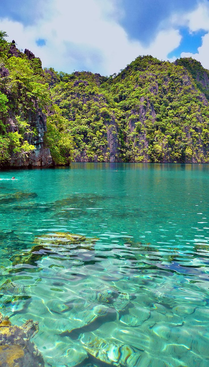 Kayangan Lake in Coron   20 Photos of the Philippines that will make you want to pack your bags and travel © Sabrina Iovino   JustOneWayTicket.com