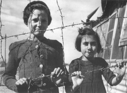 Que imagen más triste!  Children inside Rivesaltes Concentration Camp, 1939  by Therese Bonney