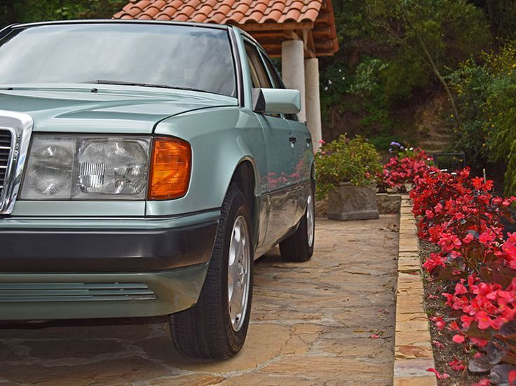 Awesome Mercedes: Mercedes-Benz 320 E (W 124) 1983. Colegio Claustro Moderno, Bogotá-Colombia, 20...  Mercedes-Benz W 124 sedan. E-Class. Check more at http://24car.top/2017/2017/07/18/mercedes-mercedes-benz-320-e-w-124-1983-colegio-claustro-moderno-bogota-colombia-20-mercedes-benz-w-124-sedan-e-class/