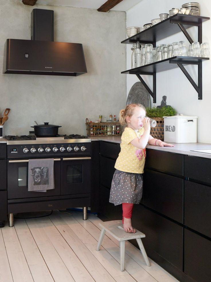 pusset betongvegg på kjøkken