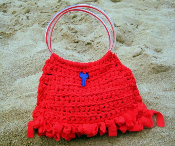 L'estro rosso e l'inventiva, un binomio perfetto per la particolarità di questa borsetta! The inspiration red, and inventiveness, a perfect combination for the particularity of this purse!