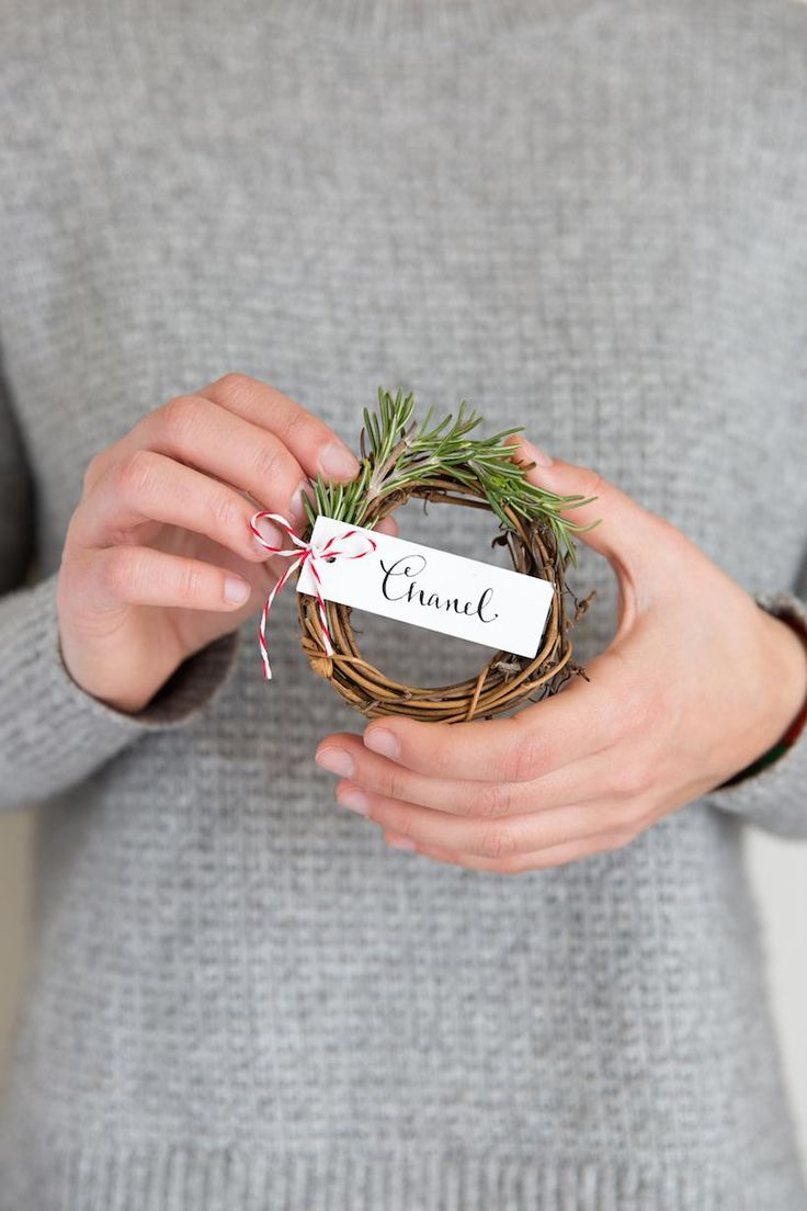 Rosemary wreath place cards: both fragrant and festive!