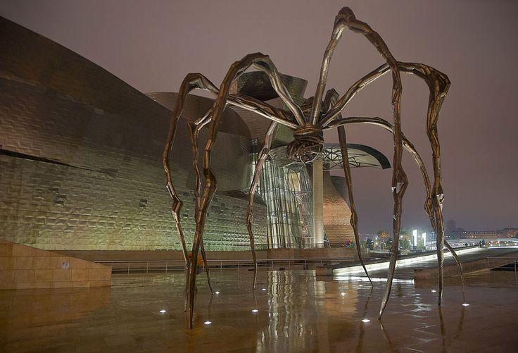 Maman heykelinin kalıcı bir koyası da Guggenheim Müzesi'nde bulunuyor