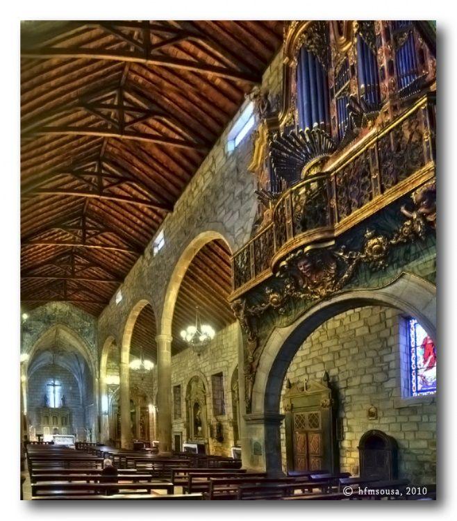 Interior de igreja em Chaves