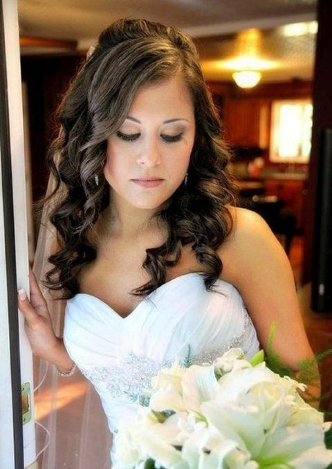 Bridal Hairstyle Images For Round Face : Hairstyles for brides with round faces wedding