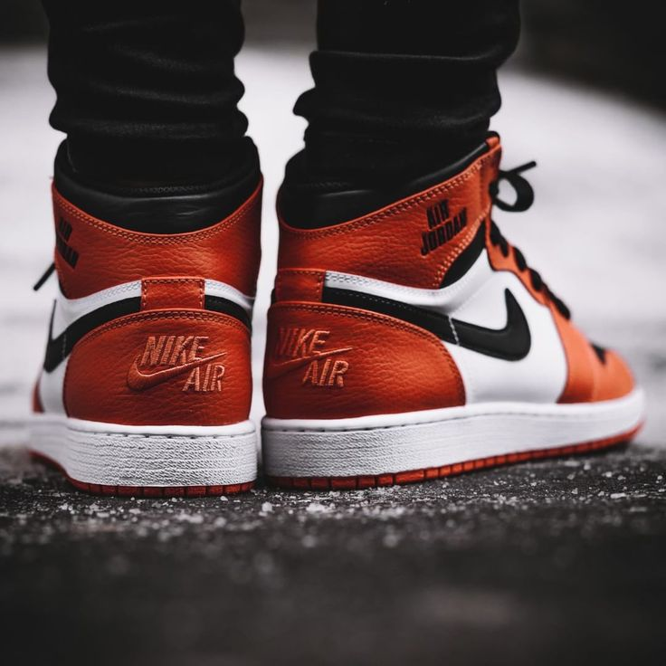 Nike Air Jordan 1 Retro High Rare Air - Max Orange - 2017 (by solebox) Get it: Overkill / Caliroots / Jimmy Jazz