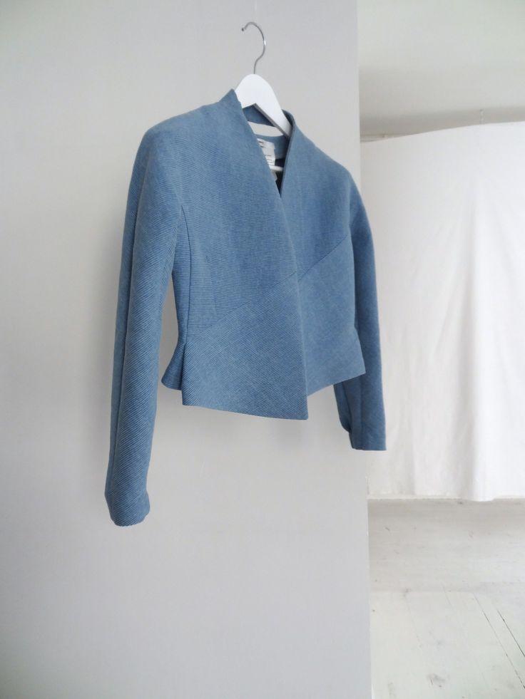 a.guery - veste en jersey de coton indigo - Photographie Anaïs Guery