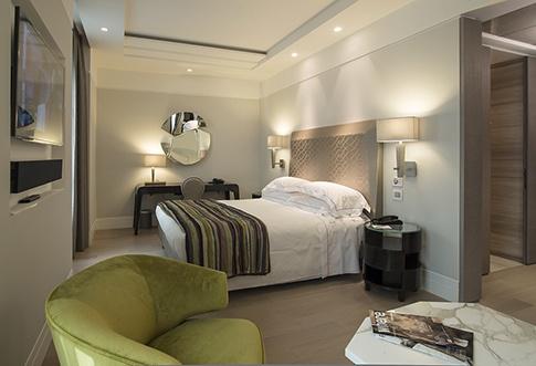 PORTFOLIO STUDIO SIMONETTI: Hotel Cavour_Executive Room, architecture and interior design, credits Carla de Bernardi #studiosimonetti #progettoalberghiero #hotelcavour #executivefloor #hotelproject