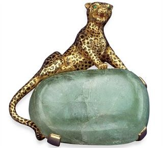 Panthère clip-brooch, the Duchess of Windsor's Collection ~ 1948 In 1948 the panther motif went three-dimensional when The Duchess of Windsor commissioned a golden cat perched atop of a cabochon emerald