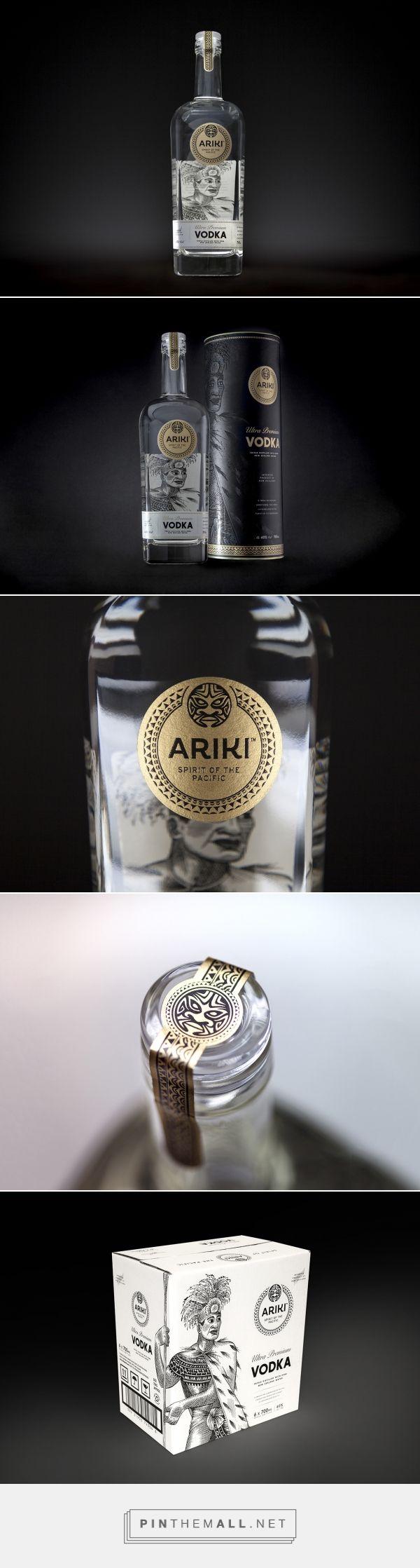 ARIKI Vodka Bottle - Packaging of the World - Creative Package Design Gallery - http://www.packagingoftheworld.com/2017/08/ariki-vodka-bottle.html