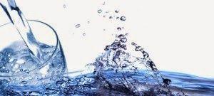 Manfaat Air Putih. Minum adalah salah satu kebutuhan paling vital bagi kehidupan manusia. Tubuh manusia terdiri 90% yang mengandung air. Fungsi air dalam tubuh berperan penting dalam proses pencernaan, penyerapan, transportasi nutrisi, sirkulasi, mengeluarkan zat sisa metabolisme, produksi air ludah, dan mempertahankan suhu pada tubuh.