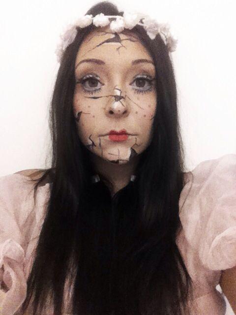Halloween make up.. I'm like a break doll ;)