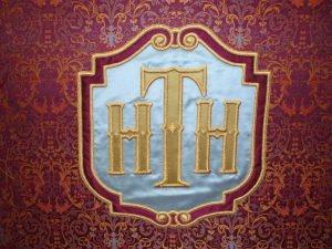 Atelier Brigitte Duros :    Restauration de tapisseries et broderies d'ameublement anciennes    Création de tapisseries et broderies d'ameublement, selon des modèles originaux    Reproduction de tapisseries et broderies d'ameublement