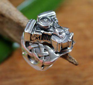 Echt zilveren (925) ring met motorblok en keltische knoop.