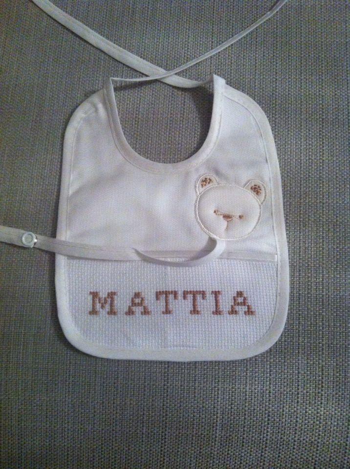 Bavaglino punto croce per Mattia!