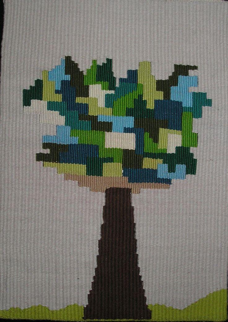Trabajo en telar, urdimbre hilo de algodón, trama mixta: hilos de bordar la copa del árbol e hilos de algodón tronco. Todo de mi creación!!!!