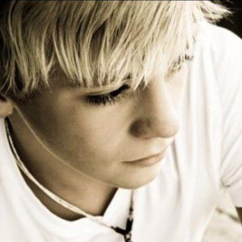 Ross Lynch from R5, omg, I just love his face, it's perfect!