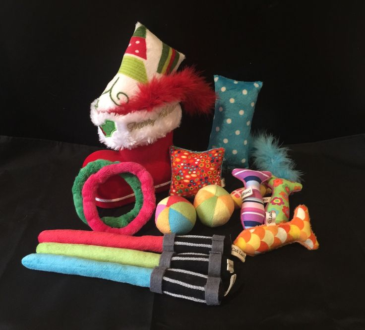 It's not too late to pick up a pawsome cat toy for your kitties this Christmas.   Lots to choose from: #ball #fish #flingrings #kicker #lightsaber #pillow and so much more!   All ready to view and buy online at www.catladydesigns.com.au.