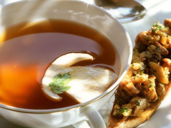 Fasanen-Consomme ist ein Rezept mit frischen Zutaten aus der Kategorie Fasan. Probieren Sie dieses und weitere Rezepte von EAT SMARTER!
