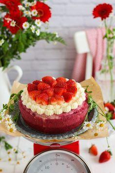 La más rica receta de bizco flan o tarta imposible ahora de Red Velvet. Mezcla flan con bizcocho de red velvet y se invertirá! es magia!.