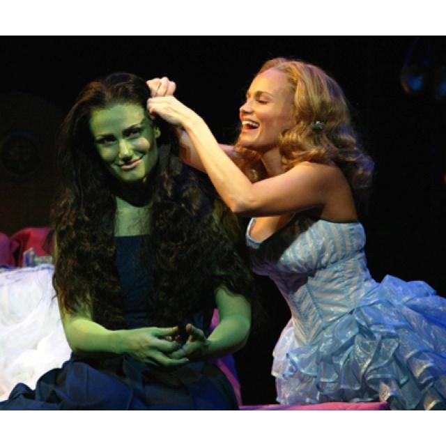 Idina Menzel  Idinamenzel  Theatre  Kristin Chenoweth  Plays  3 Best    Idina Menzel And Kristin Chenoweth 2013